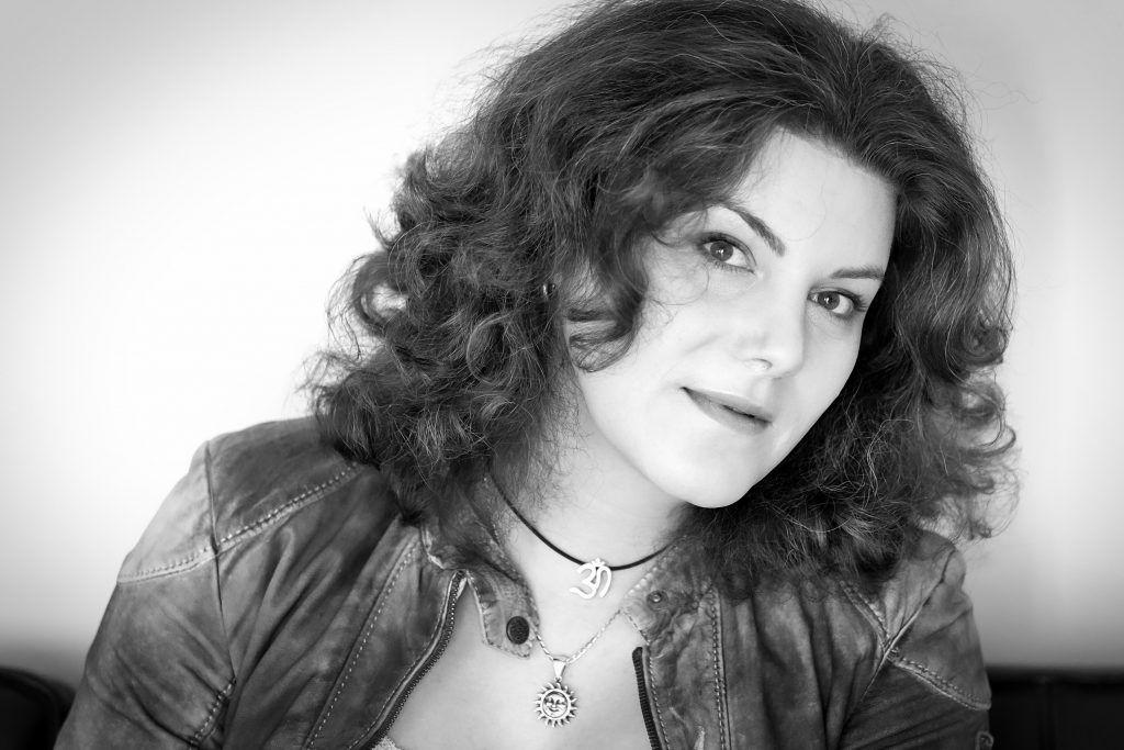 Porträt Janice Jakait Bestseller Autorin Liebe